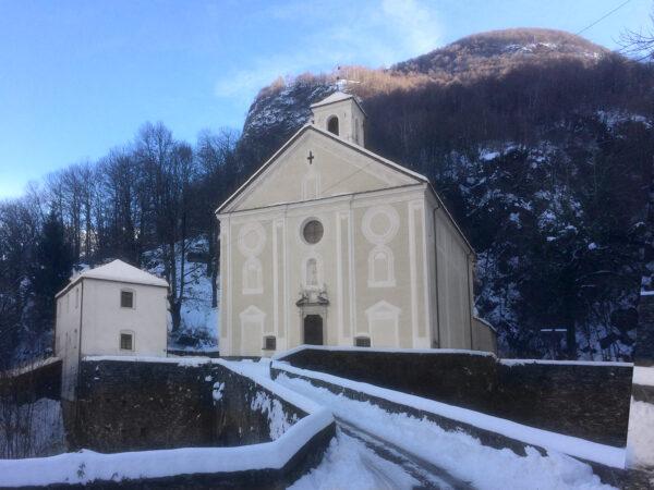 Kirche Sankt Anna in Roveredo (GR). (Foto: zVg)