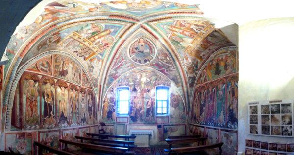 Der alte Chor der Kirche Palagnedra – L'ancien chœur de l'église Palagnedra – Il vecchio choro della chiesa Palagnedra. (Foto/photo: Palaphilus_CC-BY-SA 3.0)