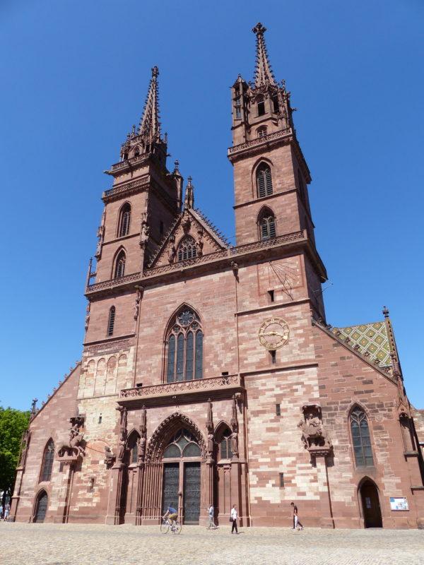 La facciata del Duomo di Basilea, consacrato l'11 ottobre 1019. (Fotografia: ufw)